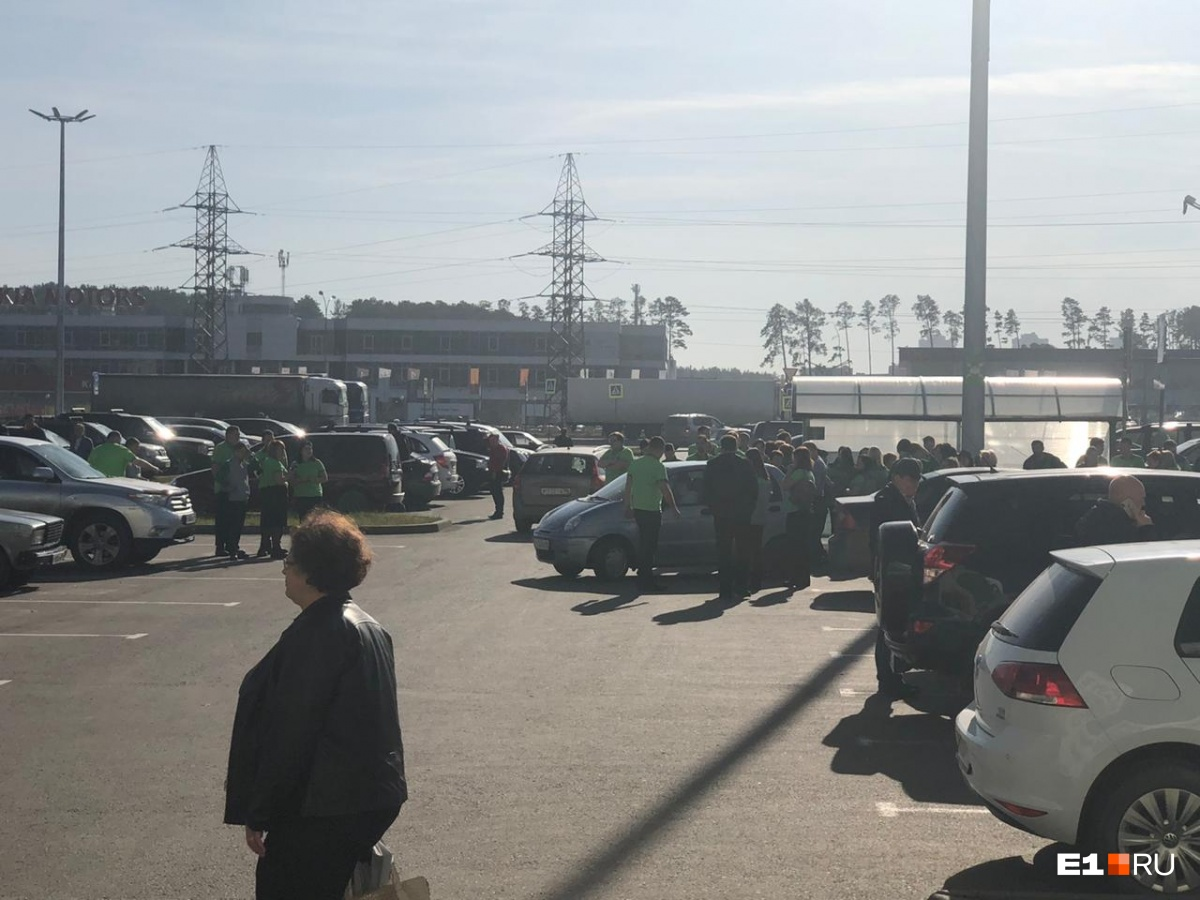 екатеринбург в екатеринбурге эвакуируют магазин леруа