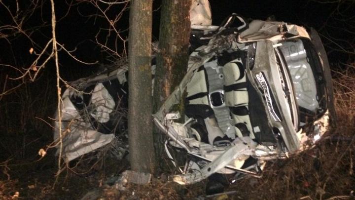Двое погибли, один— в больнице: в Башкирии KiaCerato влетела в дерево