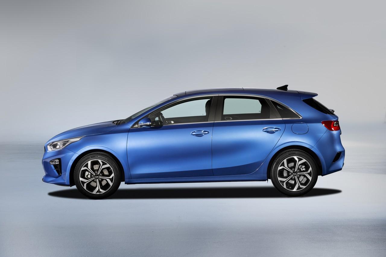KIA Ceed в базовой версии подорожал почти на 250 тысяч рублей относительно модели прошлого поколения