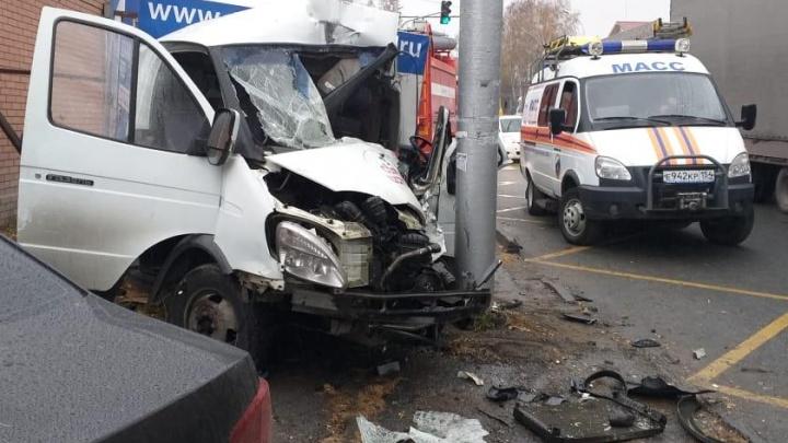 Чудом не задело прохожих: появилось видео смертельного ДТП с «Газелью» на Жуковского