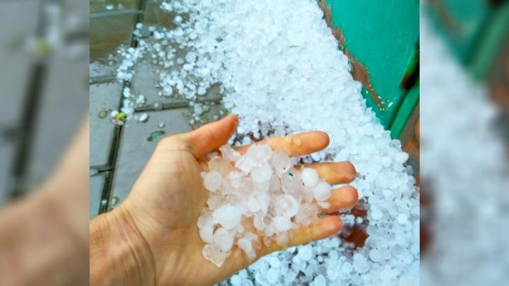 Непогода разбушевалась: в Ростовской области выпал крупный град