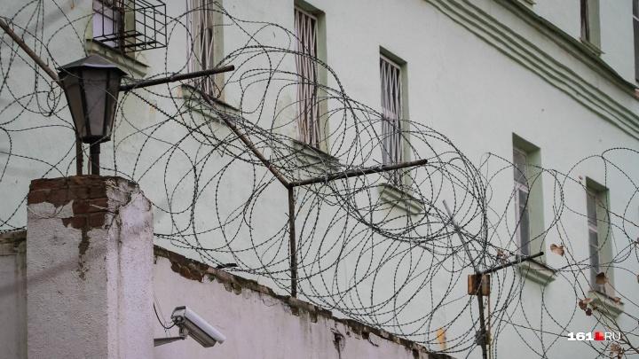 Страшное соседство: ростовчанин из-за денег напал с ножом на пенсионерку
