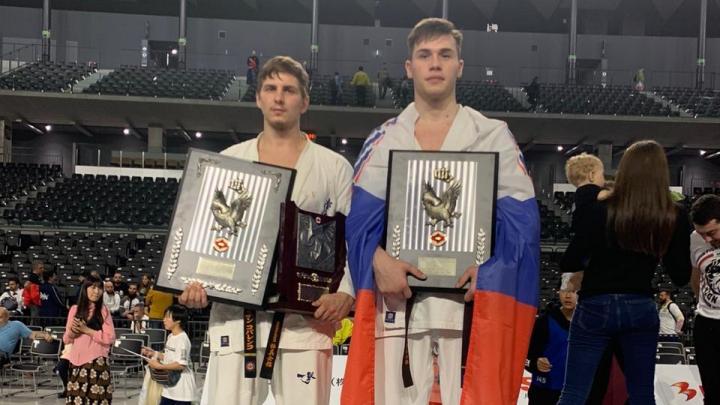 Уралец жестко нокаутировал чемпиона мира по карате в Японии, но получил перелом: видео