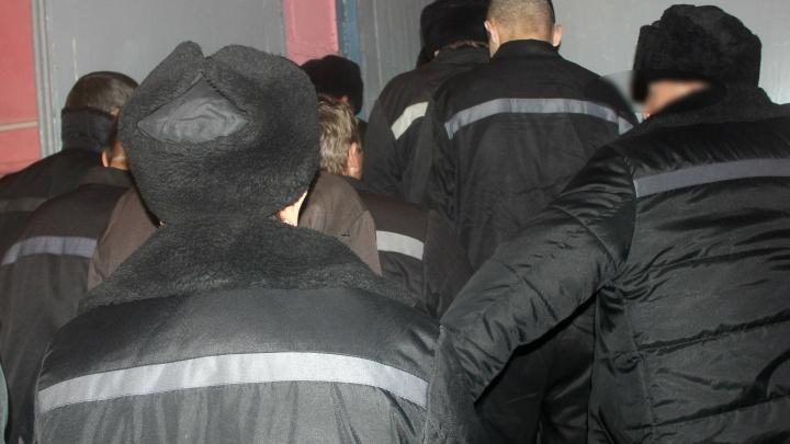 Избили, раздели и заперли в клетке: в Ярославской области всплыли новые факты о пытках заключённых