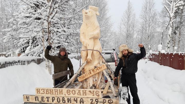 «Многие его не любят, а я хочу поддержать»: житель Архангельска повезёт Путину деревянного медведя