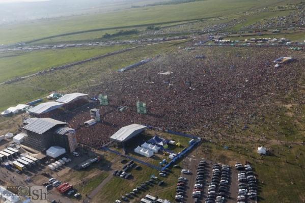 Долгие годы фестиваль собирал сотни тысяч поклонников в поле под Самарой