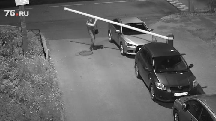 Найти вандала через интернет: в Ярославле объявили онлайн-охоту на ночного хулигана