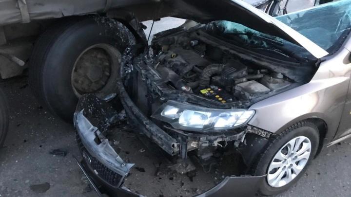 Два тюменца пострадали в аварии в Шатровском районе