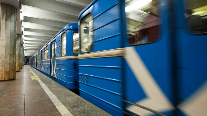 Поезд сломался в час пик на станции метро «Красный проспект»