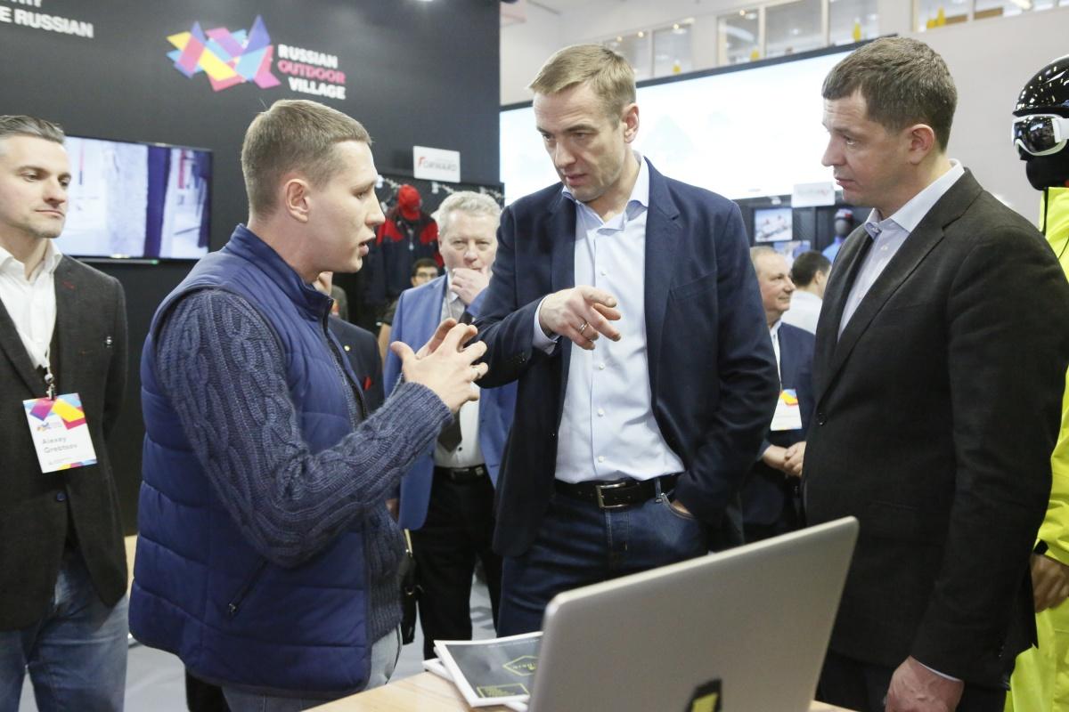 Коллекцию защищали на выставке в Мюнхене. Дмитрий Шишкин — слева