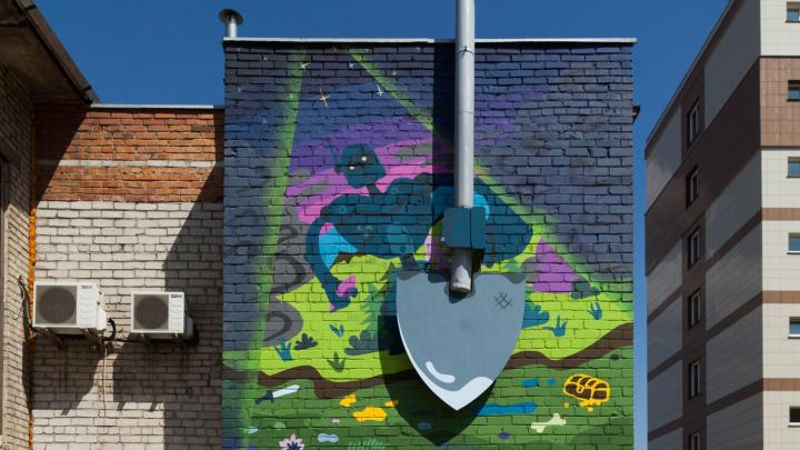 Копайте глубже: на здании университета нарисовали 3D-граффити с огромной лопатой