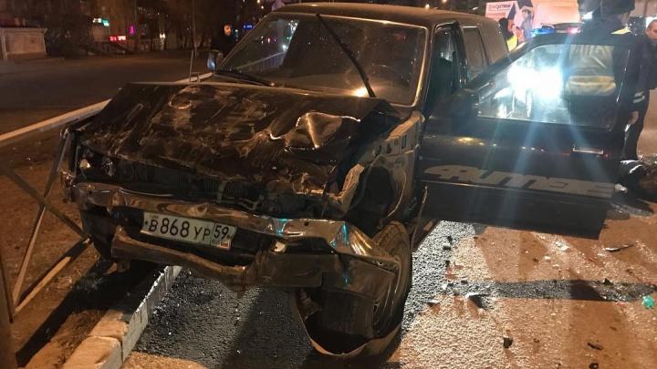 На водителя Toyota, который устроил аварию на Революции, составили 10 протоколов за нарушение ПДД