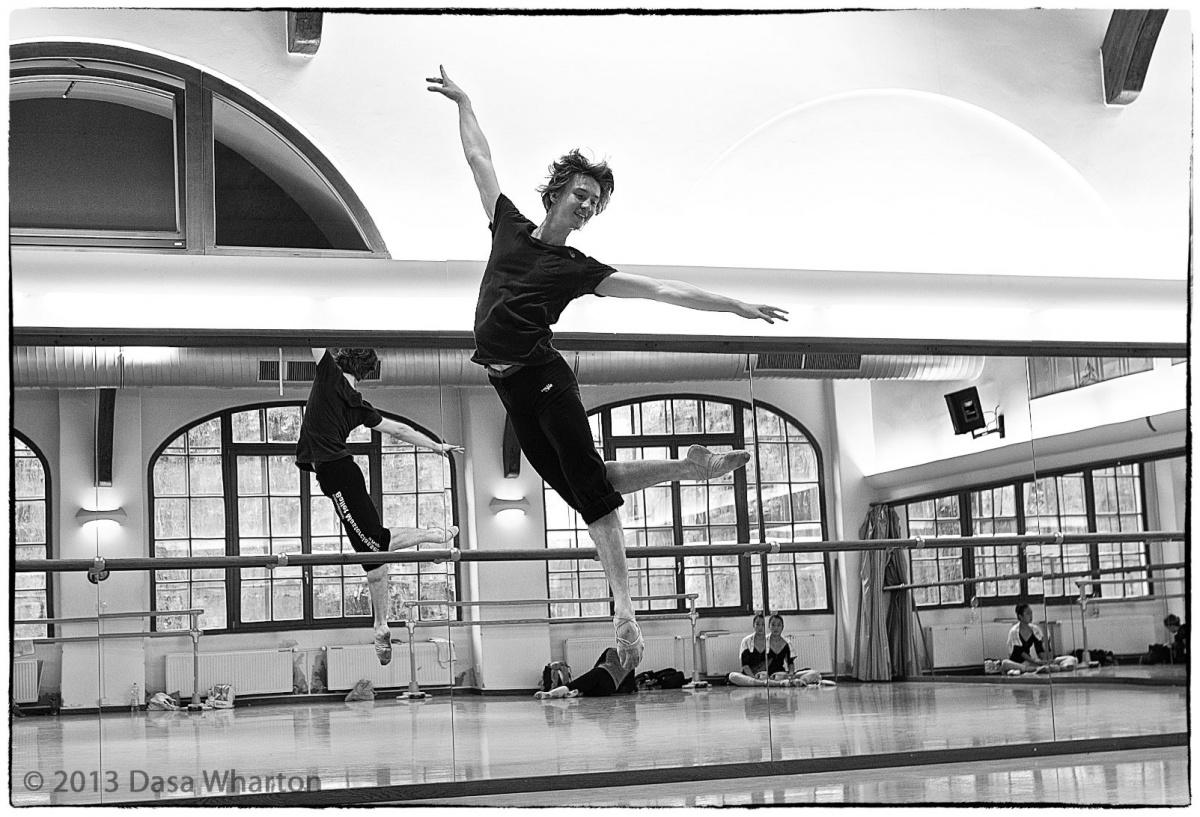 Вадим Мунтагиров в свои 28 лет — один из лучших танцовщиков мира. Свои первые па он сделал в Челябинском оперном театре
