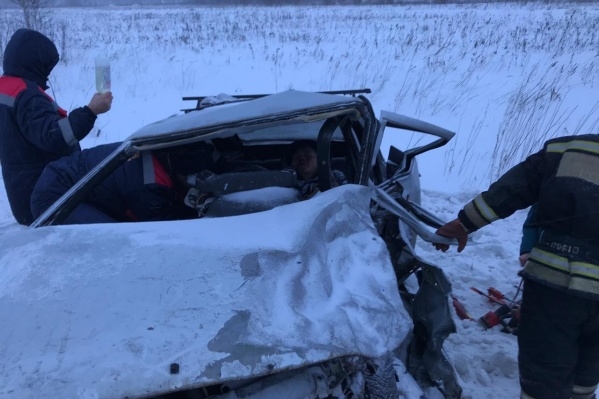 Отечественные легковушки столкнулись на 513-м километре федеральной трассы Тюмень — Омск