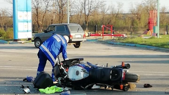 «На высокой скорости влетел под КАМАЗ»: в жуткой аварии в Волгограде погиб мотоциклист