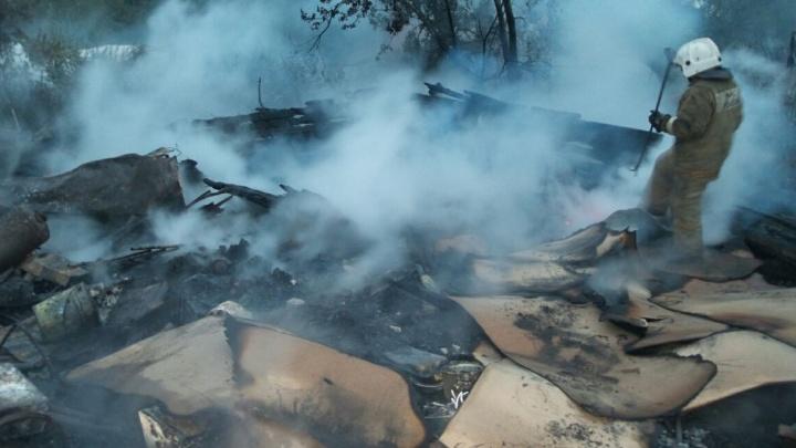 При пожаре в коллективном саду погибла пара екатеринбуржцев