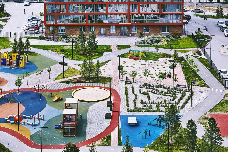 Двор «Ясного берега» — это 4 га с разными зонами