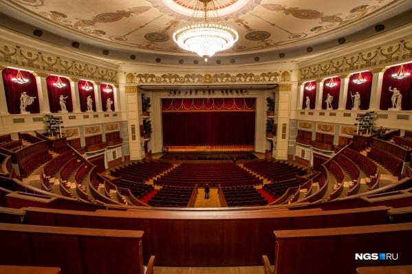 Сегодня в обновлённом зале состоялась премьера балета «Драгоценности»