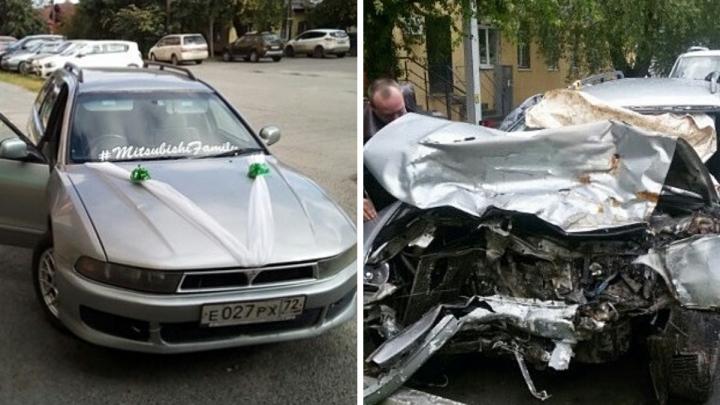 «Один схватился за руль прямо на ходу»: тюменский таксист попал в ДТП из-за дерзких пассажиров