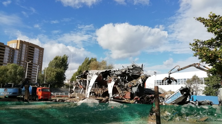 В Тольятти разломали памятник скоростному теплоходу «Спутник»