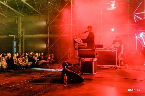 Впервые в акции участвовала новая арт-площадка — завод Шпагина, где прошел музыкальный фестиваль Gnoomes Fest