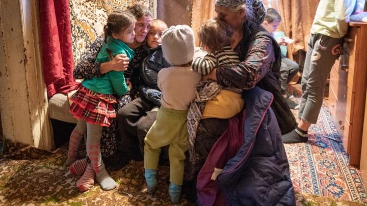 «На первое время хватит»: волгоградцы за несколько часов собрали вещи для спасенных из пожара детей