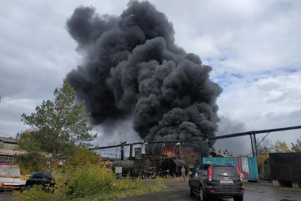 Огромный столб дыма был виден со всех районов Красноярска