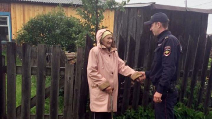В Краснотурьинске сотрудники полиции спасли бабушку, заблудившуюся в лесу