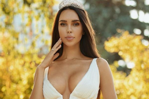 Недавно Ксения завоевала титул «Миссис Россия — 2018»