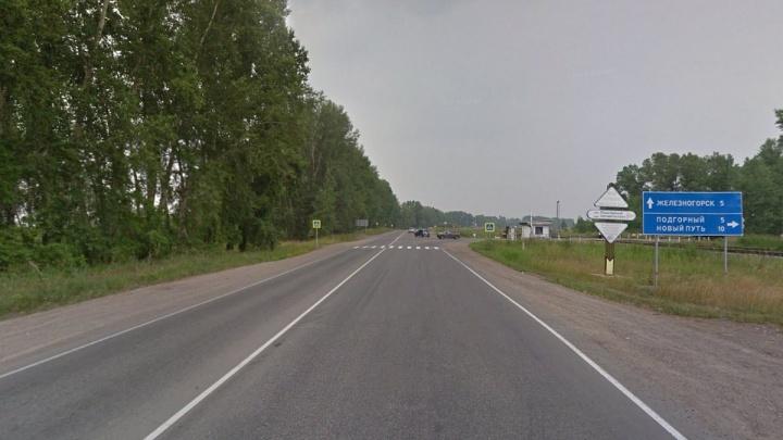 На опасном перекрёстке на трассе до Железногорска установили светофор