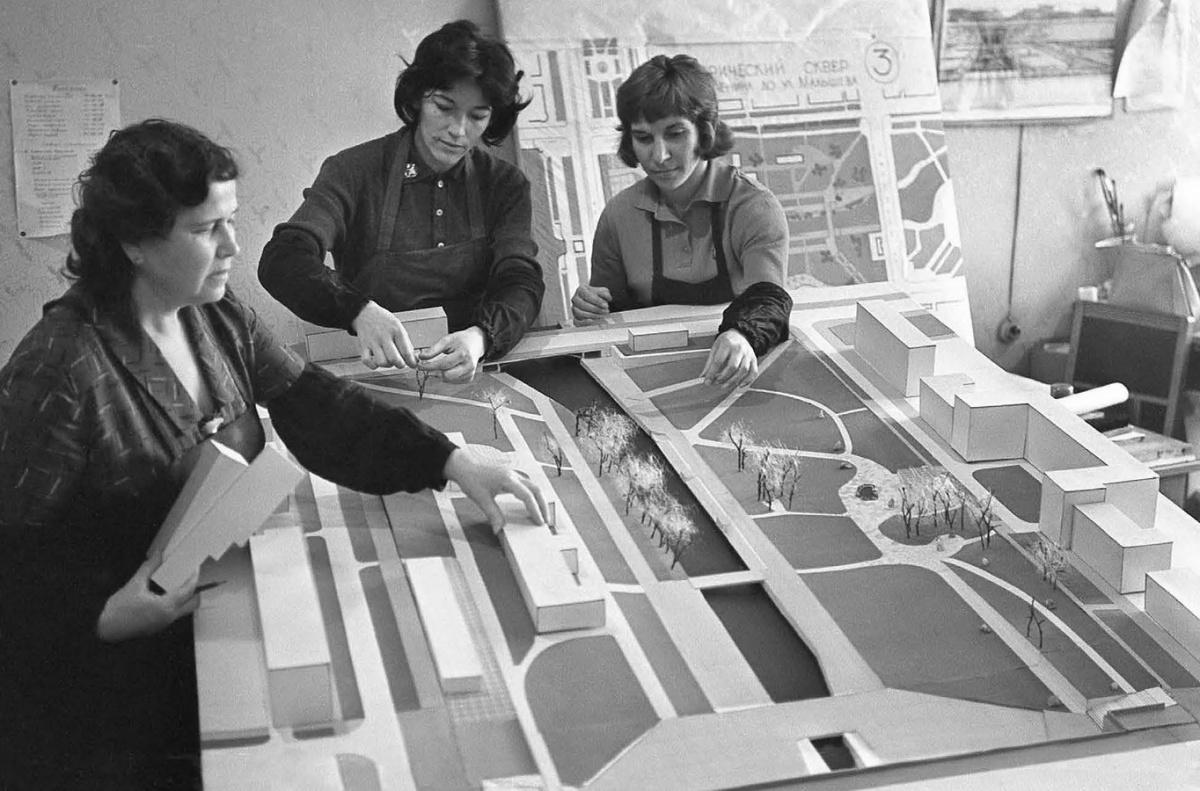 Проектирование реконструкции Исторического сквера. 1965 год. Фото П. Робина (ГАСО)
