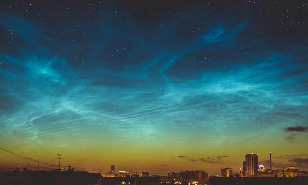 Серебристые облака и звезды над Екатеринбургом. Автор:Анастасия Тимофеева