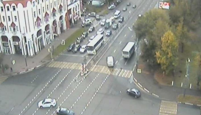 «Рюкзак торчал под задним колесом»: в Ярославле пазик сбил пешехода