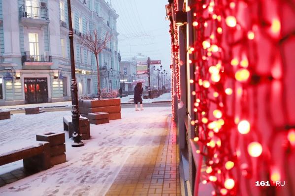 Новогоднюю гирлянду должны были повесить на одной из ростовских улиц