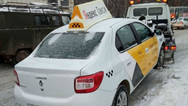 Убрать нелегалов: Минтранс Прикамья будет проверять таксистов каждую неделю