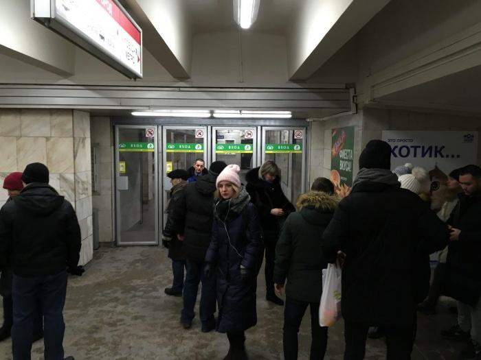 Вход в метро закрыли для пассажиров