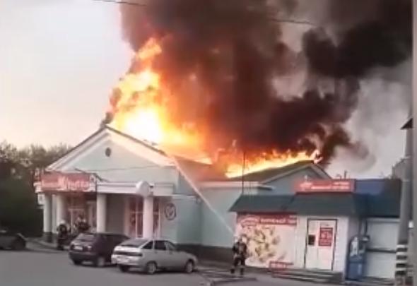 «Пожарные не торопятся»: на Южном Урале вспыхнул магазин с морепродуктами
