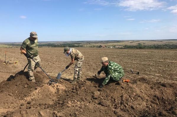 Поисковый отряд выкопал останки советского бойца