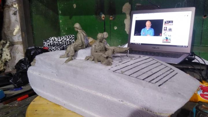 Солдат на БМП с Красного проспекта вылепили из пластилина