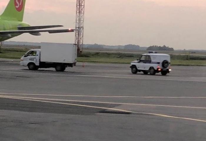 Подозреваемый вышел из самолёта и попался полиции