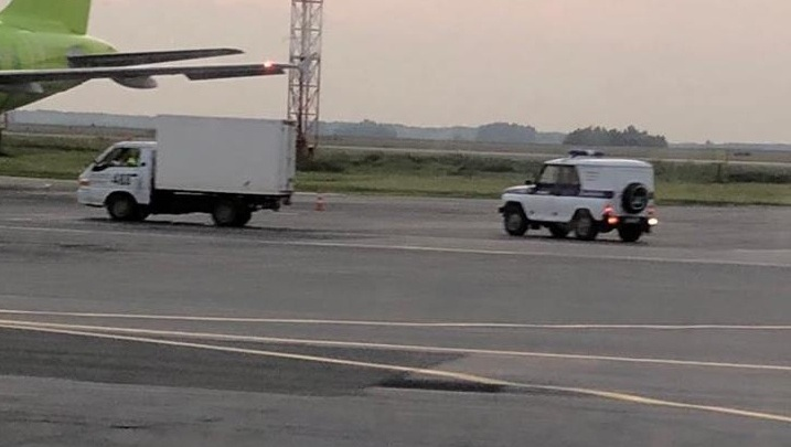 В аэропорту Толмачево задержали объявленного в федеральный розыск мужчину