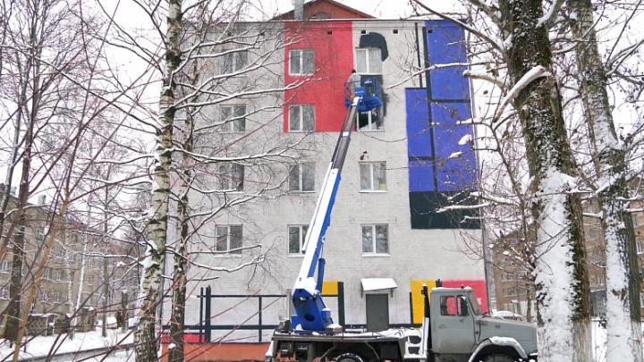 «Хорошо впишутся в пространство»: на ярославских общежитиях нарисуют яркие геометрические фигуры