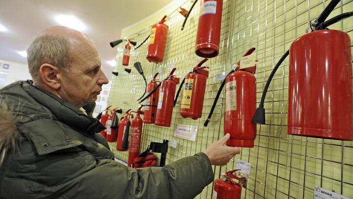 «Аншлаг и очереди»: после трагедии в Кемерово екатеринбуржцы смели с полок магазинов огнетушители