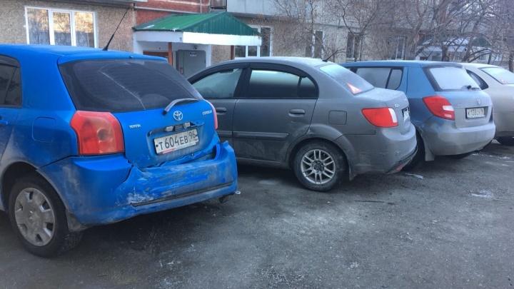 На Урале пьяный хоккеист на дорогом внедорожнике разбил три машины, спасая подругу от хулиганов