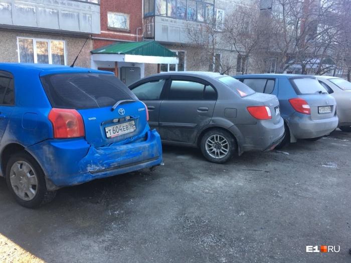 Пьяный хоккеист влетел в припаркованные машины и уехал с места аварии