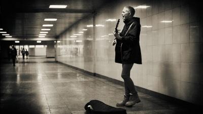 «Моя музыка — это работа. Не увлечение. Это больше и важнее»: интервью с певицей из метроперехода