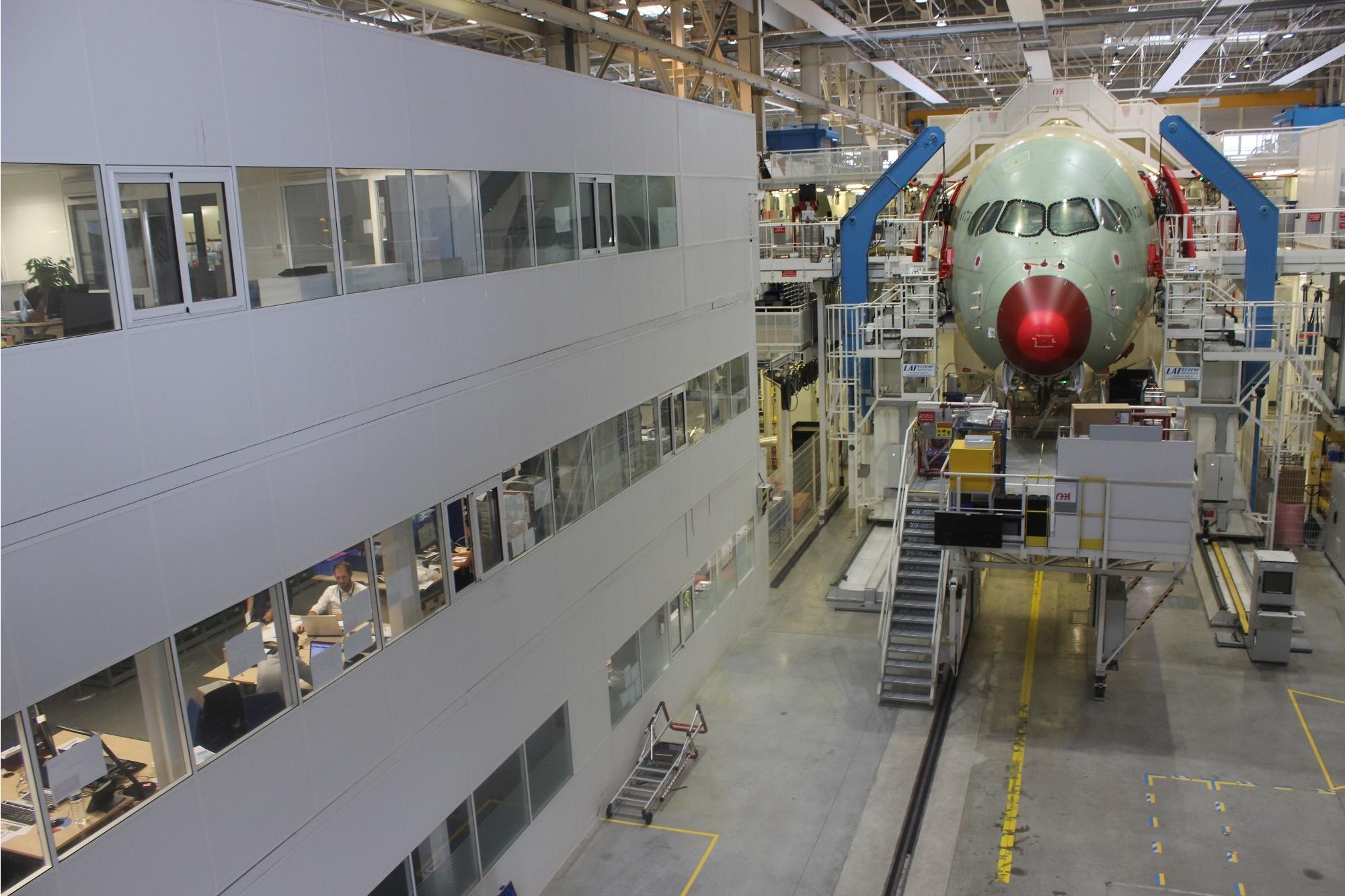 В цеху окончательной сборки самолётов серии A320