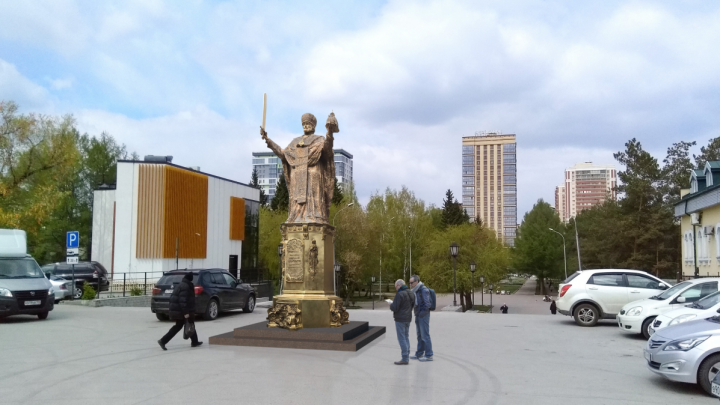РПЦ предложила поставить 6-метрового Николая Чудотворца между цирком и собором