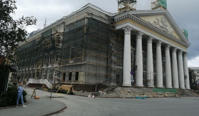 В Челябинском театре оперы и балета отложили открытие сезона