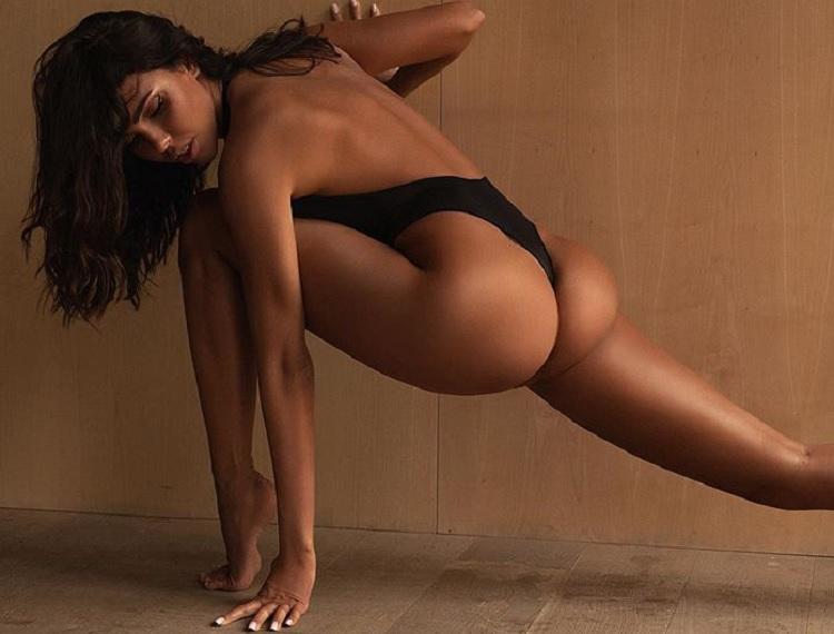 Ксения признается, что ради такого тела каждый день ходит в спортзал